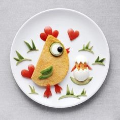 Craft ideas with food on plates motivate you to live a healthier life - Essen für kinder - Recipe 10 web Cute Food Art, Food Art For Kids, Creative Food Art, Childrens Meals, Healthy Eating For Kids, Food Decoration, Food Crafts, Food Humor, Breakfast For Kids