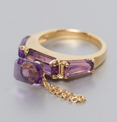 Perfume ring in silver plated gold, set with amethyst. A bottle of perfume wraping around your finger, to add a pschitt of coquetry to your outfit. Elegant r