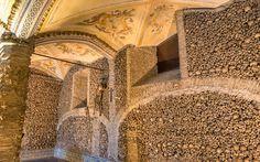 Capela dos Ossos, Évora, Portugal