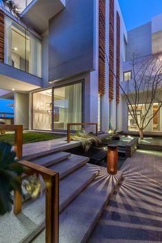 Casa minimalista para una familia en Bahrein Moriq ha diseñado La Villa Amwaj, una casa contemporánea para una familia en Bahrein, situado cerca de la cost