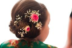 Pretty young bridesmaid hair pink mini roses babies breath