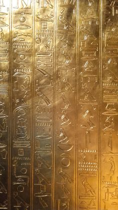 KIng Tut Expo in NY. Assassins Creed Origins, Assassins Creed Odyssey, Ancient Egypt History, Ancient Egyptian Art, Anubis, Shield Drawing, Iphone Wallpaper Photography, Hypebeast Iphone Wallpaper, Assassin's Creed Brotherhood