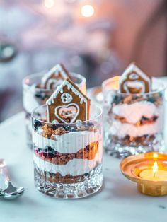Piparkakkutrifle - joulun nopein jälkiruoka Xmas Food, Christmas Cooking, Christmas Desserts, Holiday Treats, Christmas Treats, Delicious Desserts, Dessert Recipes, Noel Christmas, Food Humor