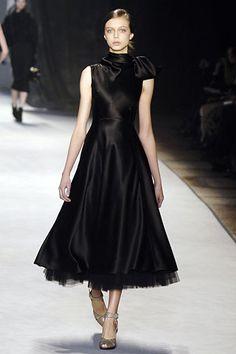 Giambattista Valli Fall 2006 Ready-to-Wear Fashion Show - Hilary Rhoda