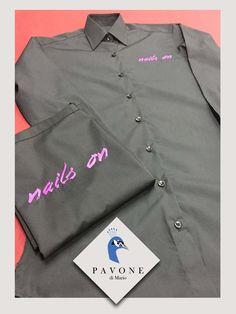 Πουκαμίσα γυναικεία ασύμμετρη (100% cotton) και ποδιά (65 polyester 35 cotton) με κέντημα το logo της επιχείρησης.