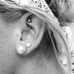 I love the look of the little jewelry in the rook and tragus, it makes it look more elegant