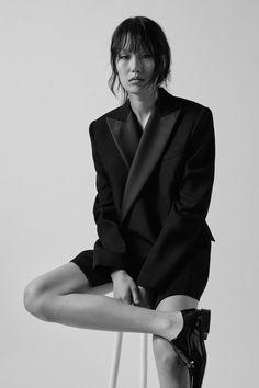 Barbara Bui Fall 2020 Ready-to-Wear Fashion Show - Vogue La Fashion Week, Vogue Fashion, Core Collection, Fashion Show Collection, Vogue Paris, Pleated Pants, Vogue Australia, Minimal Fashion, Fashion Lookbook