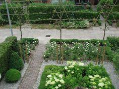 hortensien garten element of hight is important Backyard Garden Design, Love Garden, Dream Garden, Backyard Landscaping, Small Gardens, Outdoor Gardens, Garden Pictures, Garden Styles, Garden Planning