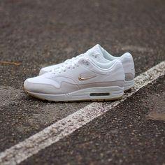 online store 62cda cff44 Nike Air Max 1 premium SC Jewell women Summit White-Metallic Gold