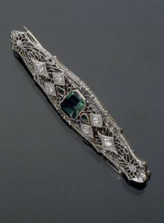 Art Deco 14-Karat White Gold and Filigree Platinum Diamond and Synthetic Emerald Bar Pin -  Circa 1920-1930