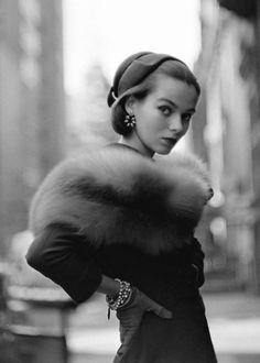 Gordon Parks glamorous female model fashion photography. #vintagephoto