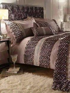 Bed Cover Design, Designer Bed Sheets, Smocking Patterns, Smocking Tutorial, Bedsit, Shibori Fabric, Deco Floral, Comfy Bed, Bed Covers