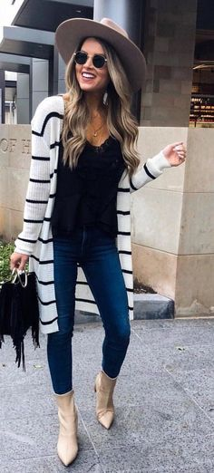 Black shirt, blue jeans, white and black striped cardigan. cute outfit minus the boots Fashion Mode, Look Fashion, Autumn Fashion, Womens Fashion, Fashion Trends, Fashion Black, Feminine Fashion, Ladies Fashion, Fashion Styles