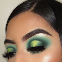 Make up Eyeshadow Looks # Green Eyeshadow Green Halo Eyeshadow Use the Just My Luck Makeup Goals, Makeup Inspo, Makeup Inspiration, Makeup Tips, Makeup Products, Makeup Ideas, Green Eyeshadow, Eyeshadow Looks, Eyeshadow Makeup