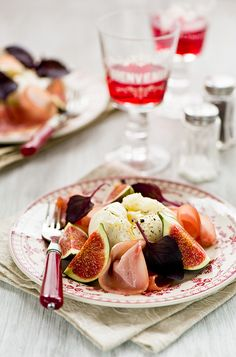 Fabulous Fig, Ham, and Poached Egg Salad. #Italian #figs #fruit #ham #eggs #salad #food #cooking #lunch