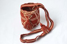 WAYUU BAG – Small-Sized Mochila. Handwoven by a woman from the Wayuu Tribe. Beige Fence & Brown. AVAILABLE AT www.colombiart.co