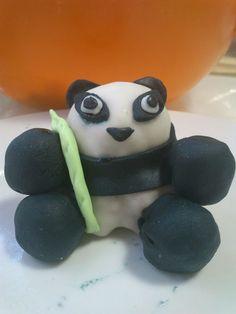Xan Poo the panda - Xan Poo el panda: cocinero del restaurante más roñoso de los mil iglús (el bambú de loh oroh). Vio el altercado panda-pingüino y aceptó apuestas...