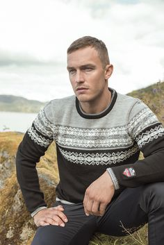 A light weight sweater for men knitted in soft merino wool. Vikersund features the same traditional jacquard pattern as found on Amalie. Summer Looks, Merino Wool, Knitwear, Men Sweater, Man Shop, Pullover, Traditional, Sleeves, Sweaters
