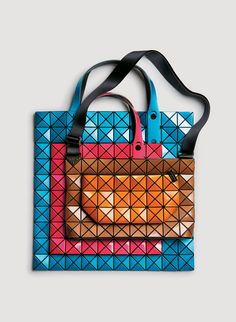 i love the Issey Miyake's geometrical designs. But I love it even more that most of his bags are snap apart and self redesigning bags so you can make a large tote bag, saggy shoulder bag, clutch or other style handles. SO FUN