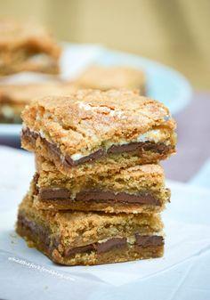 S'mores Bars - What the Fork Food Blog #recipe #apeekintomyparadise #ticklemytastebuds #bars #chocolate #marshmallow