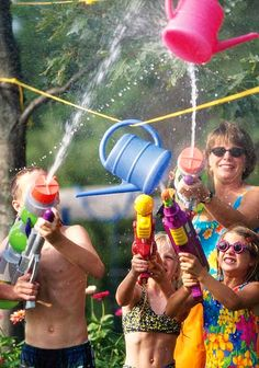 Water gun game and 15 other summer fun ideas! #FamilyFun #Summer