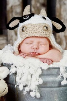 Baby Toddler Crochet Cow Hat, these cute knit hats are killing me! Crochet Cow, Crochet Kids Hats, Knitted Hats, Newborn Pictures, Baby Pictures, Cute Kids, Cute Babies, Baby Boys, Cow Hat