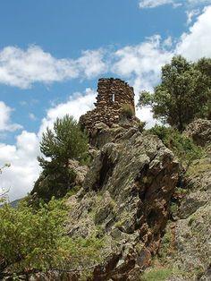 Muy cerca de Escalarre tienes el Castell de Llort, una escapada perfecta en la Vall d'Àneu.