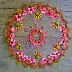 So pretty and friendly! Flower Rangoli, Flower Mandala, Mandala Art, Flower Art, Mandala Stencils, Flower Circle, Flower Petals, Land Art, Art Sculpture