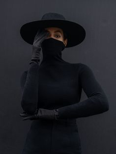 Solange When I get home Credits {Photography TimWalker.Rollneck Coach Trousers Seen Users. Tim Walker, Solange Knowles, Yamamoto, Black Is Beautiful, Swagg, Editorial Fashion, Black Women, Fashion Photography, Photoshoot