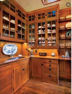 A Period-Perfect Victorian Kitchen. A wonderful Victorian kitchen and pantries fit this 1861 house. Vintage Kitchen Cabinets, Cocinas Kitchen, Victorian Kitchen, Folk Victorian, Victorian Interiors, Primitive Kitchen, Butler Pantry, New Kitchen, Kitchen Ideas