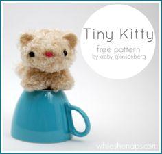 DIY Tiny Kitty. Free pattern and photo tutorial.
