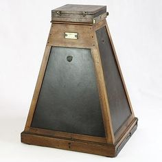 Image of Gaumont enlarger, made ca. 1905 in Paris but sold in London