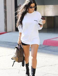 Why I Drink Kombucha. Simple way to get probiotics and improve gut health and immunity. Kourtney Kardashian 2018, Kardashian Style, Garance, Celebrity Look, Celeb Style, Casual Street Style, Daily Fashion, Fashion Outfits, My Style