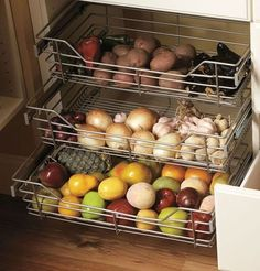 35 Brilliant Onion Storage For Your Kitchen Ideas 17 – Kawaii Interior Kitchen Pantry, New Kitchen, Kitchen Dining, Kitchen Decor, Kitchen Ideas, Pantry Ideas, Tidy Kitchen, Kitchen Cabinets, Space Kitchen