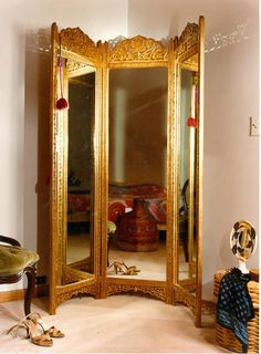 An ideal dressing screen, a luxurious treat. Triple mirrored for the discerning who want a complete view.our designer Carol Canner cuts her own hair in this three way dressing mirror. Dressing Screen, Dressing Mirror, Small Dressing Rooms, Closet Mirror, Mirror Room, Dressing Room Design, Ornate Mirror, Vanity Room, Beautiful Mirrors