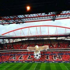 Benfica x Bayern de Munique  Belo mosaico da torcida Benfiquista no jogo de hoje, pelas quartas de final da Liga dos Campeões.