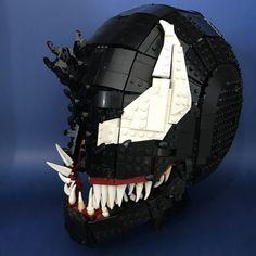 Stunning LEGO Venom mask is fully wearable - Marvel Lego Mecha, Bionicle Lego, Lego Spiderman, Lego Marvel, Lego Sculptures, Lego Pictures, Amazing Lego Creations, Lego Craft, Lego Worlds