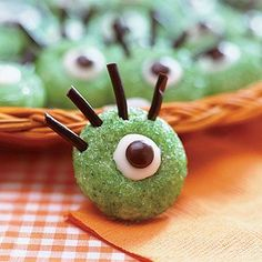 Easy Halloween party recipes: Ogre-Eye Cookies (these are super-cheap to make!)