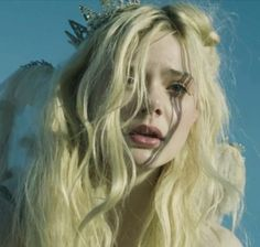 pretty girl cute eyes beautiful movie perfect gorgeous Model Grunge lips actress Elle Fanning blond fairy crown sigur ros leaning towards solace Pretty People, Beautiful People, Dakota And Elle Fanning, Angel Aesthetic, Cute Eyes, Looks Style, Character Inspiration, Pretty Girls, Avatar