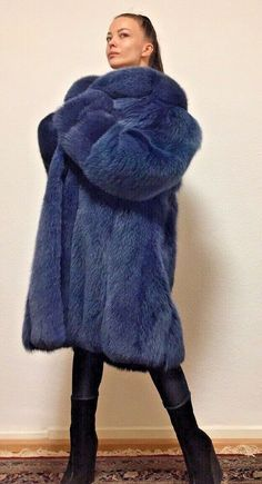 Blaufuchs blue fox Volpe Renard Fuchsmantel Pelzmantel  Pelz Fox Fur Jacket, Fox Fur Coat, Scarf Vest, Fox Bag, Autumn Scenery, Furs, Models, Jackets, Fashion