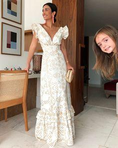 Classy Ruffled V Neck Waist Dress – Cutehana 2019 White Maxi Dresses, Elegant Dresses, Pretty Dresses, Beautiful Dresses, White Dress, Summer Dresses, Awesome Dresses, Mode Bcbg, Dress Skirt