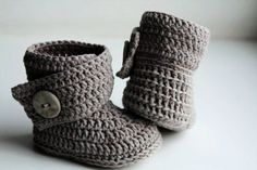 Crochet ugg boot pattern. PDF. This is a PATTERN for crocheted baby's booties - boots. Ugg (gray).