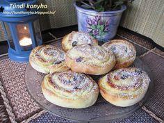 Mennyei pudingos túrós csiga, a tölteléknek köszönhetően nem szárad ki, finom puha marad! - Bidista.com - A TippLista! Hungarian Cake, Cookie Recipes, Dessert Recipes, Bagel, Scones, Cake Decorating, Muffin, Food And Drink, Yummy Food