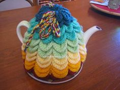 Scallop Tea Cozy: Get 10 free #crochet tea cozy patterns... aka tea cosy patterns! :D Roundup of gorgeous patterns at Moogly!