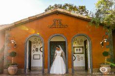 Nós amamos as nossas noivas! Belo clique de Anderson Marques da nossa querida Danielle Ribeiro! #luxodefesta #lafianceenoivas #lafiancee#inesquecivelcasamento #noivasbrasilia #vestidodenoiva #brides #casamento #sayido #constancezahn #vestidadenoiva   www.lafiancee.com.br