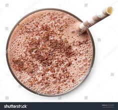Chocolate & Strawberry Smoothie  Blend: 1 T chocolate protein powder, 1 c frozen strawberries 1/2 c Almond milk  #Chocolate #Smoothie #Strawberry Chocolate Strawberry Smoothie, Smoothies With Almond Milk, Best Smoothie Recipes, Chocolate Protein Powder, Frozen Strawberries, Beverages, Freezing Strawberries