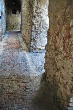 Bordighera (IM) centro storico del Paese Alto - Via Condamine...