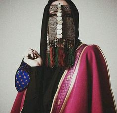Hijazi burqa worn with modern clothings. Saudi Arabian fashion, modern and vintage blended together Veil Diy, Arabic Dress, Belly Dance Jewelry, Show Beauty, Modern Outfits, Girl Face, Traditional Outfits, Beautiful People, Saudi Arabia