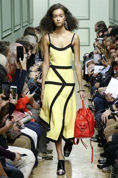 J.W.Anderson Spring 2017 Ready-to-Wear Fashion Show - Noemie Abigail