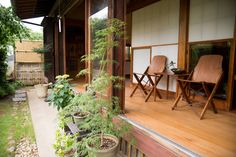 """Family lead a relaxed, living a porch"" / INTERVIEWS / LIFECYCLING-IDEE-Nao Ogawa's Takahiro Koike's"